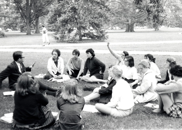 Students participate in a class held outdoors, 1960. © Vassar College, Archives & Special Collections Ref. # Ph.f9.31